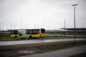 Bushaltestelle am neuen Hauptstadtflughafen BER